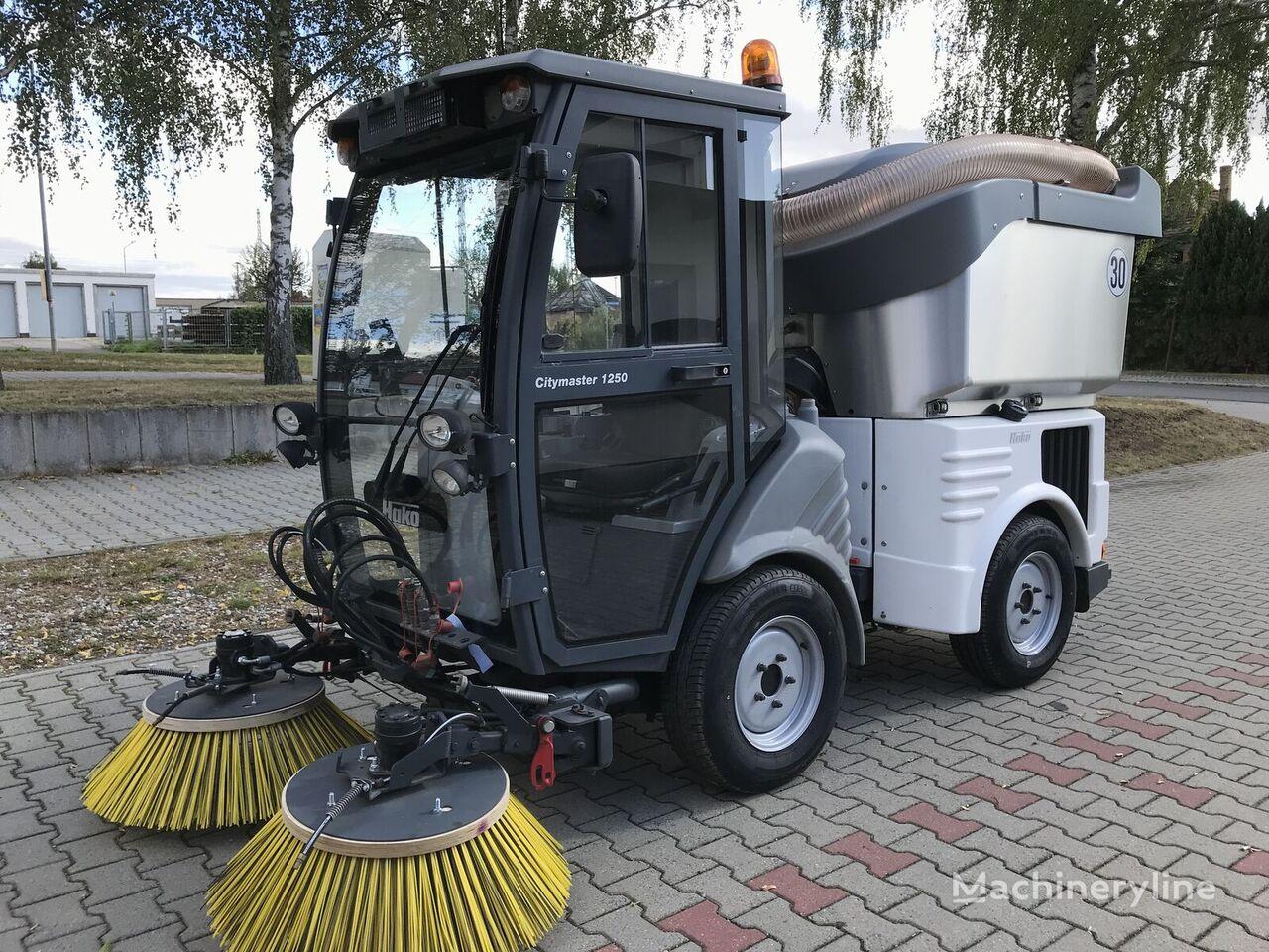 šlavimo mašina HAKO Hako Citymaster 1250 4x4 Kehrmaschine / Sweeper