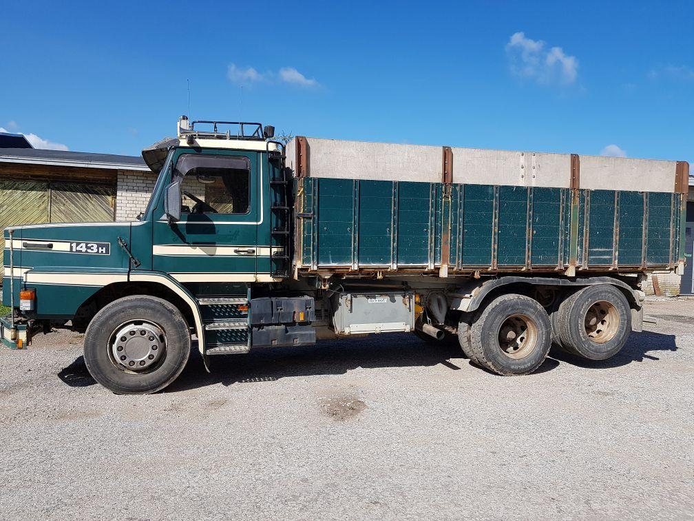 grūdovežis sunkvežimis SCANIA 143 6x2 tipper