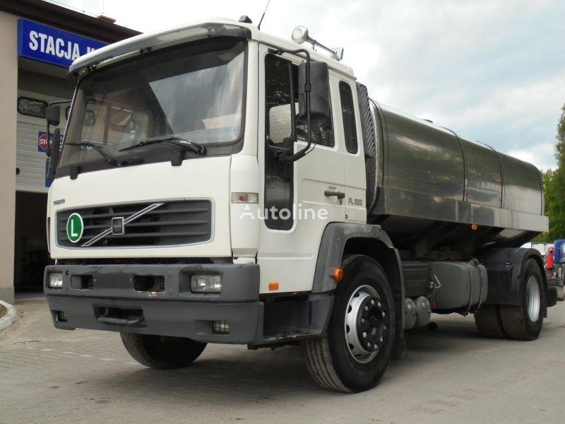 pienovežis sunkvežimis VOLVO FL 220